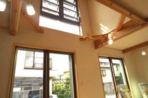 埼玉県入間市の天然木作った吹き抜けのある家の事例写真