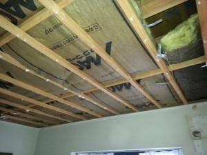 天井はグラスウール断熱材が入っていました