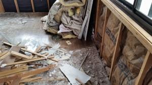 内部壁の解体工事の様子 リノベーション工事中