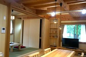 自然素材の家 LDKと小上がりの和室