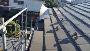 台風による屋根の被害。軒先の屋根材が飛んだ被害事例写真