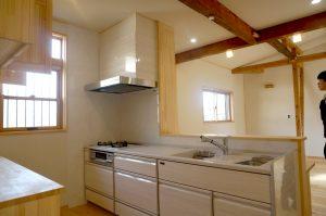 さいたま市で天然木のリノベーション 対面キッチン事例写真